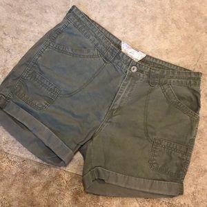 LEVI green shorts